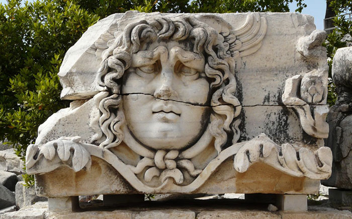 Didim Çıkışlı Apollon, Miletos, Pirene